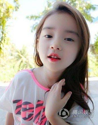 6岁小萝莉萌照走红 网友:韩国也有不整容美女