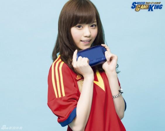 日本甜美足球宝贝 可爱面容俏皮表情