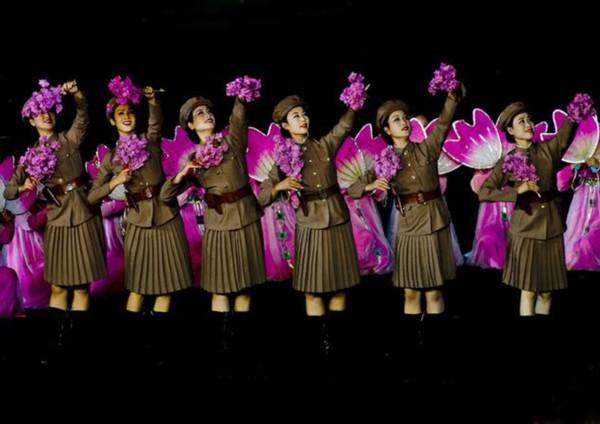 朝鲜青峰乐团演出视频