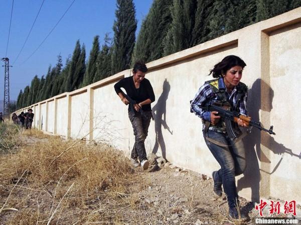 叙利亚库尔德女子加强防卫训练