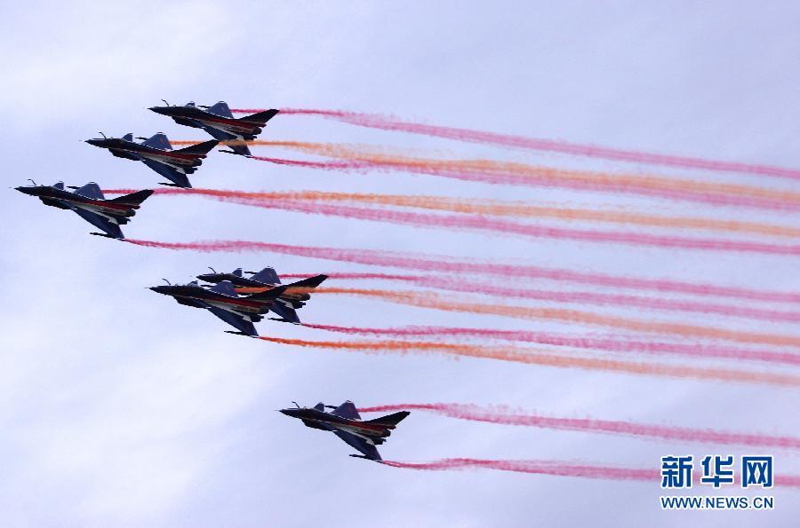 在 第 十一 届 莫斯科 航展 上 中国 八一 飞行 表演