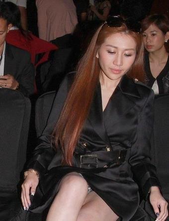 赌王四太开酒店 何超盈出席签约仪式泄春