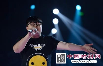 好声音哈林组对决赛吴木蓝与王宇pk   一首《吻别》,王宇,吴木蓝的
