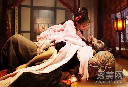 西门庆和潘金莲的那场床戏却堪比很多香港的三级电影