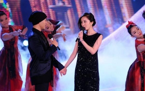 杨幂刘恺威舌吻照高调晒幸福 甜言蜜语惊喜不断