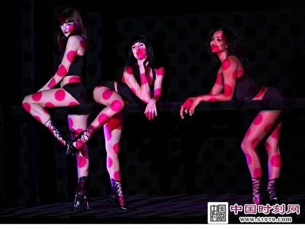 法国顶级人体艺术_但法国疯马以裸舞秀著称,讲的是\