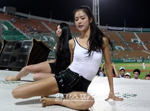 韩国朴姬兰_韩国棒球女神朴姬兰变身长腿篮球宝贝_中搜论