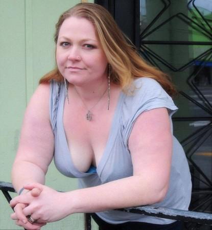 美国肥胖女子穿内衣拍裸照挑战传统美图