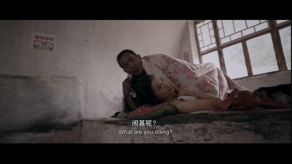 光棍的青年导演郝杰再执导筒影片延续了原生态的拍摄手法鲜活