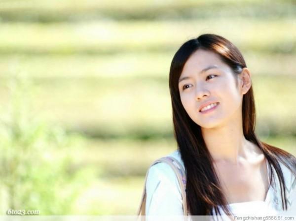 秀彬全裸露乳制造话题 盘点最受欢迎的韩国十大女星