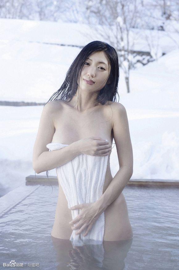 日本艳星坛蜜被曝曾下海卖身