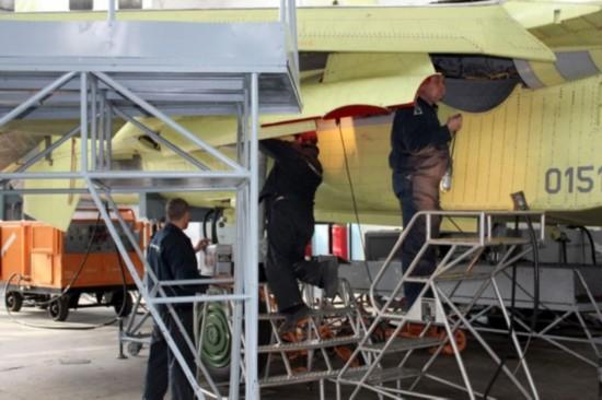 组图:苏霍伊厂房里看苏-35组装过程