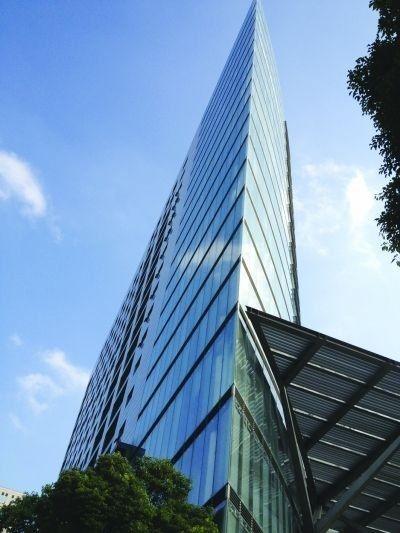 南京惊现斧头大楼 远看似卡片