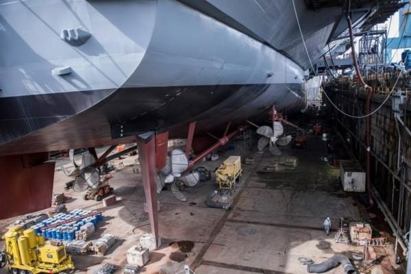 福特号航母下水前的建造情况-美国新一代核动力航母注水 前总统福特图片