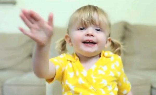 妈咪我爱你!美国2岁女孩超萌视频告白爆红网络