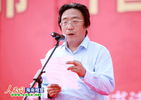 """中国书法家协会官员宣读命名儋州市为""""中国书法之乡""""的决定"""
