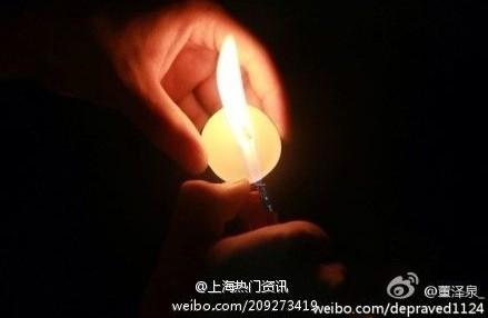 大学校园男生摆心形蜡烛表白被女主泼水扣盆全程回顾