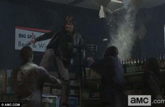 《行尸走肉》第四季回归 惊悚血腥画面抢先看图片