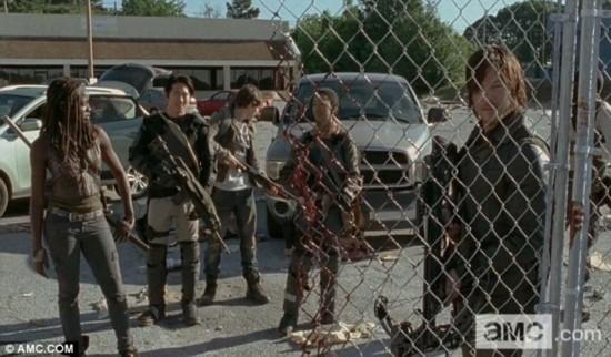 《行尸走肉》第四季回归 惊悚血腥画面抢先看