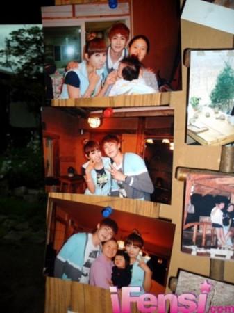墙上都是维尼夫妇的照片.