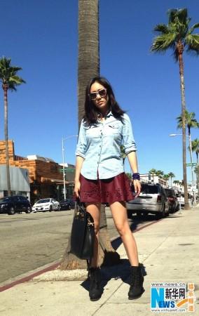 刘芸洛杉矶私服街拍 欧美潮范儿大秀美腿图片