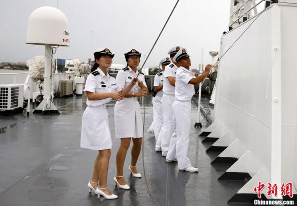 军舰上的女兵先锋