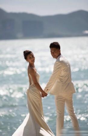 雷和李小萌海边结婚照曝光