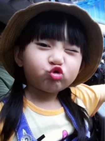 小萝莉这个词汇最早出自日本动漫,形容一些可爱的小女孩.