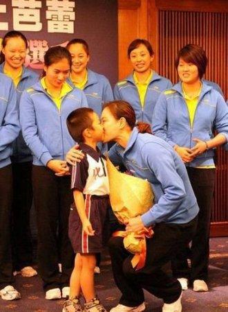 参加v折扣遭小学生强吻+吴敏霞:台湾很a折扣折扣六小学年级图片