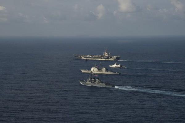 美海军航母编队在中国南海训练演习