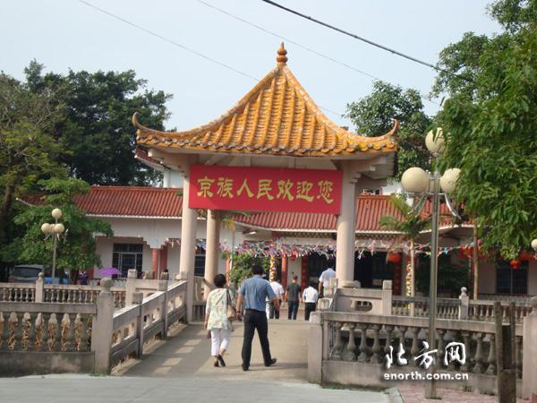 网媒探访东兴京族博物馆