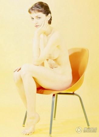 麦当娜18岁时大胆拍摄裸体写真