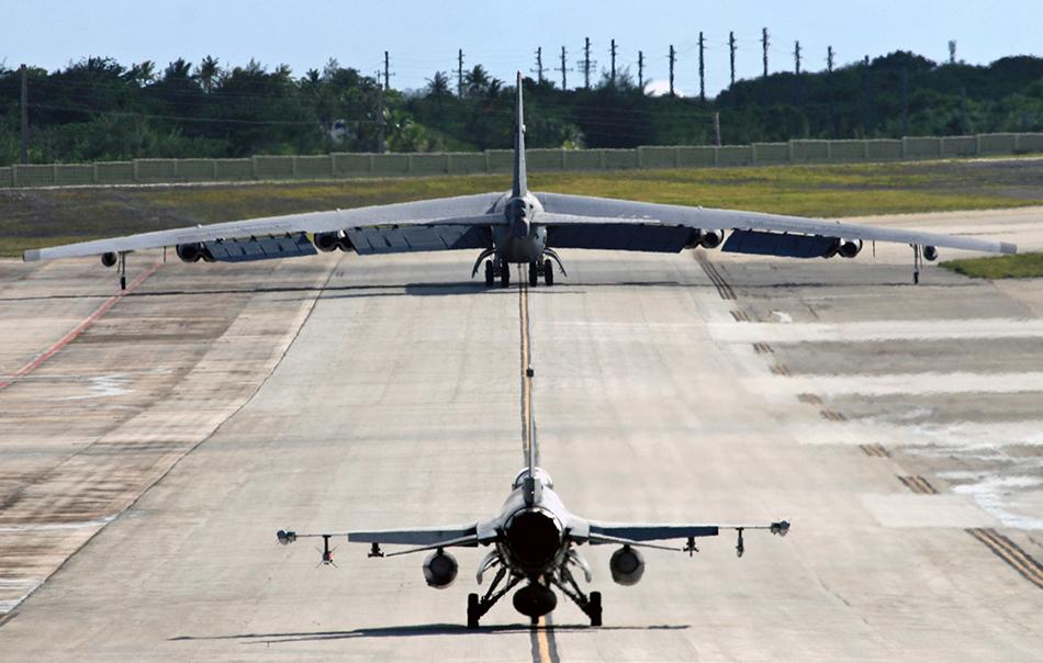 """世界 战略轰炸机/B/52,又名美国B/52""""同温层堡垒""""(英文stratofortress)战略轰炸..."""