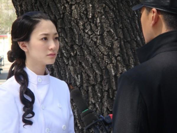 李小冉后来在《故梦》《凤穿牡丹》等民国剧中的俏丽扮相,更犹如一座