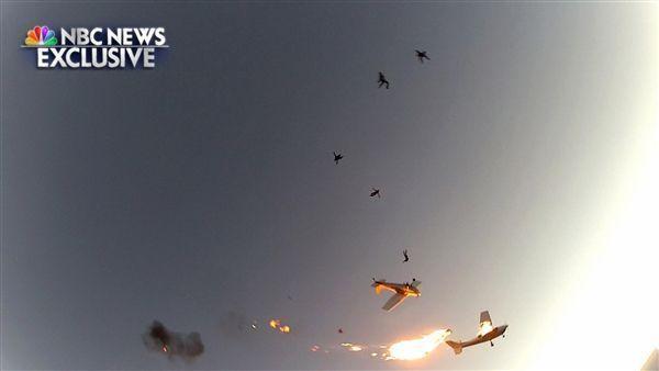 美国两架飞机3000米高空相撞