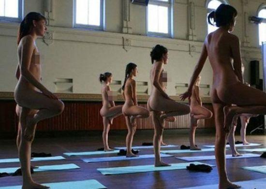 美国裸体瑜伽三点尽露