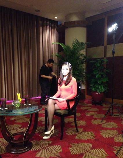 记者池舒欣被评央视最美女记者