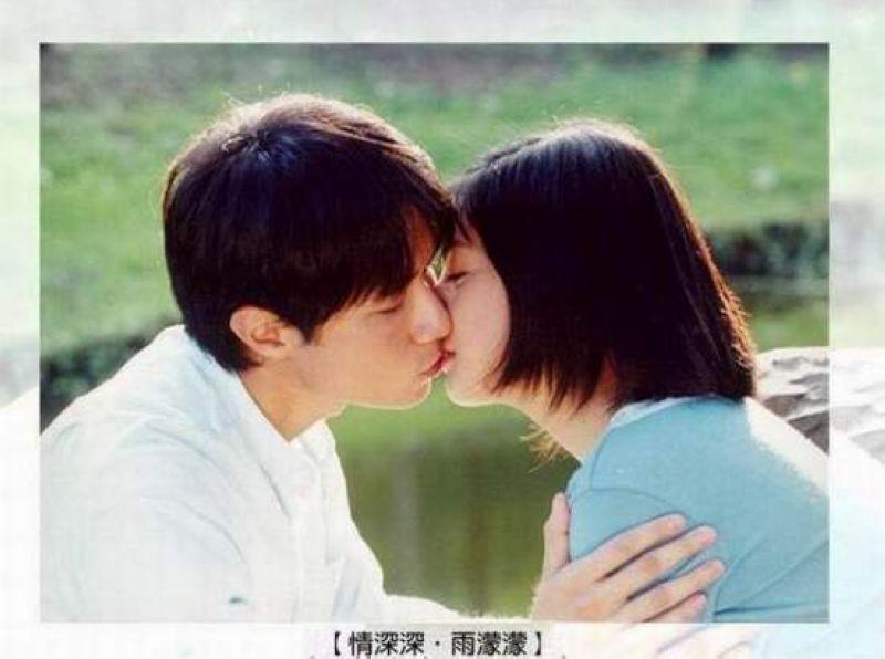 图揭影视剧疯狂激吻瞬间 《继承者们》甜蜜吻