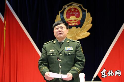 武警部队副司令员潘昌杰中将宣读命令.东北网记者李博摄-杨立新任图片