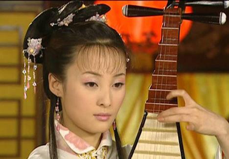 古装影视中披古装抱琵琶的佳丽蒋勤勤-明星古装同姿势比美 俞飞鸿陈