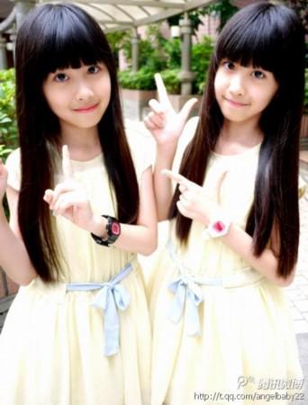 网络爆红双胞胎姐妹花 长大后清新甜美近照曝光