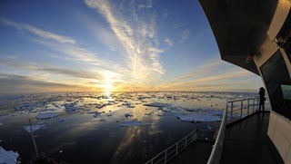 奔向南极!雪龙号航行在美丽的南大洋