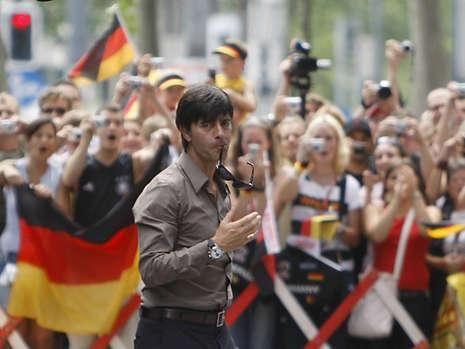拉姆愿在国家队踢中场 德国后腰危机将有望解
