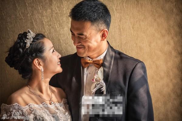 何洁携老公登杂志 幸福婚纱照曝光(组图)
