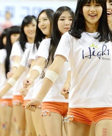 韩国棒球女神跳热舞 圣诞装+蕾丝短裙秀美腿
