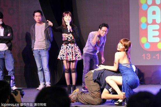 美女现场与粉丝互动 包括出身自maxing的日本av女优