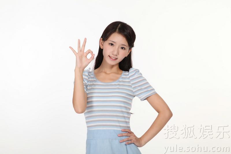李纯最新代言照曝光 清纯甜美演绎职场丽人