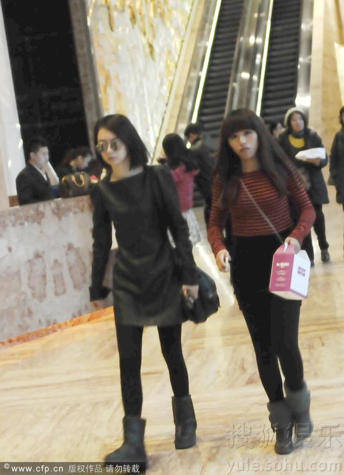 戚薇/2013年12月20日讯,上海,日前戚薇现身某酒店。