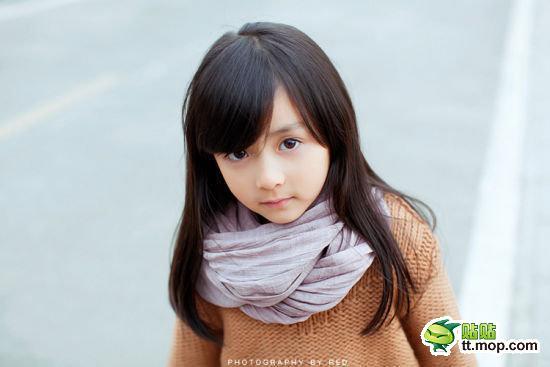 5岁小萝莉清纯可爱网络疯传 娇俏萌妹子萌翻网友