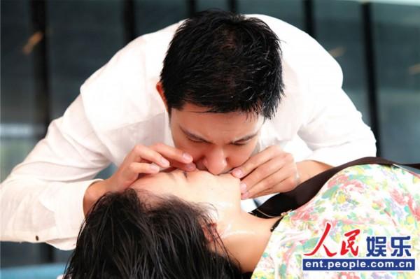 《美人邦》杀青  立威廉 片场为 刘雨欣 做人工呼吸